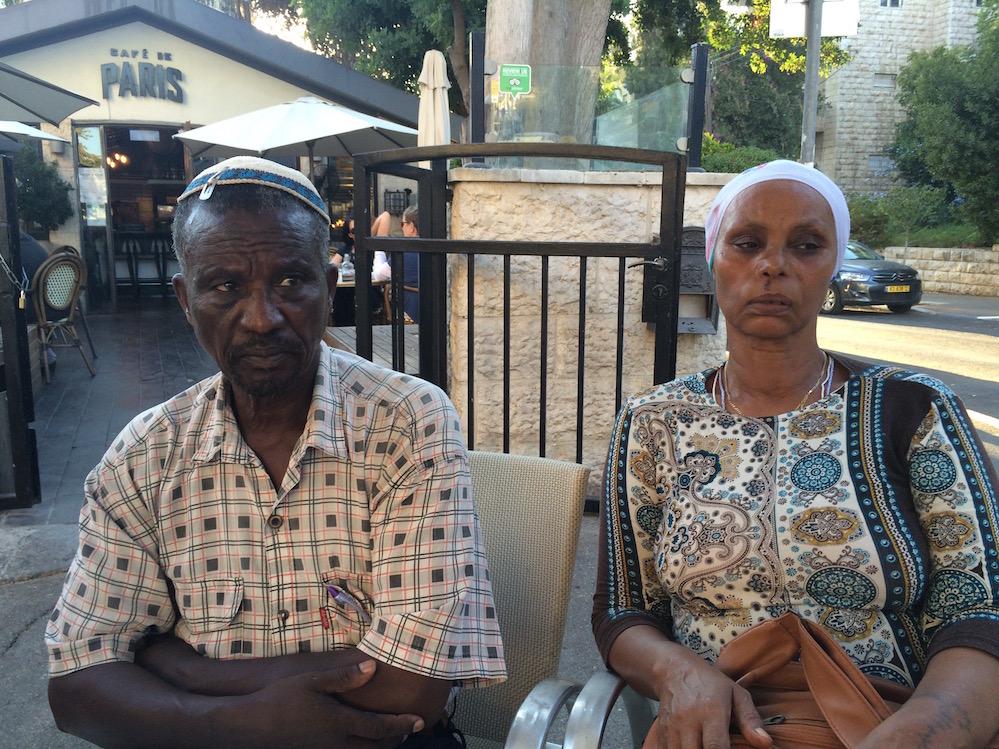 הוריו של אברה מנגיסטו בעצרת המחאה לציון שנתיים לשביו מול בית ראש הממשלה, 11.09.16. צילום: תמי ריקליס