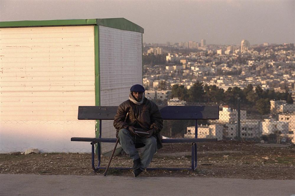 """אתר הקרוואנים עולי אתיופיה """"גבעת המטוס"""", ליד גילה בירושלים, 2000. צילום: עמוס בן גרשום / לע״מ"""