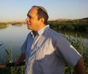 """ד""""ר אבי פיקאר, יקיר ברית יוצאי מרוקו ומכחיש חטיפות ילדי תימן, מזרח ובלקן. צילום: עמוד הפייסבוק של א.פיקאר"""