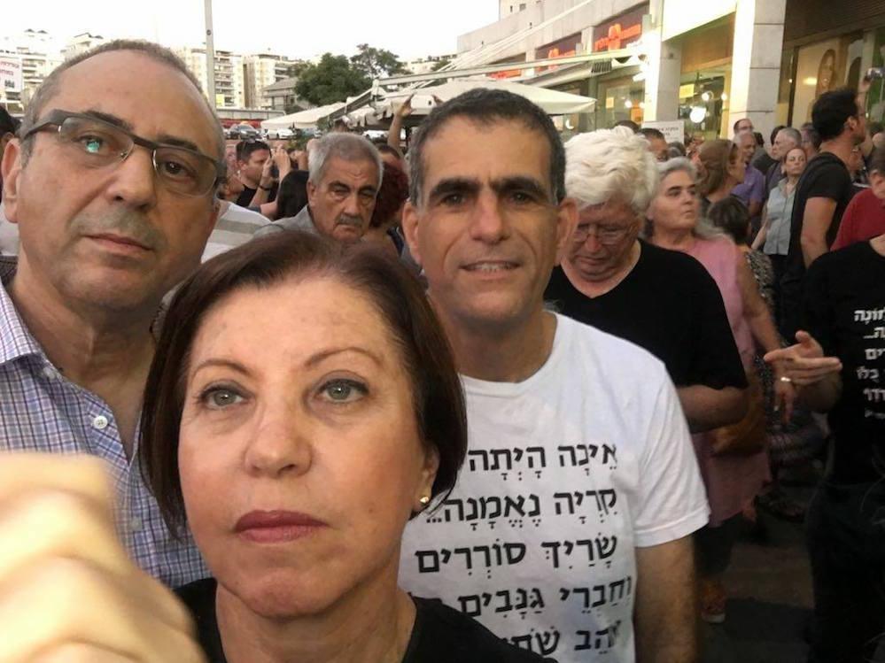 בהפגנה נגד בשחיתות, פתחת תקווה, יולי 2017. (צילום מעמוד הפייסבוק של ח״כ מוסי רז)