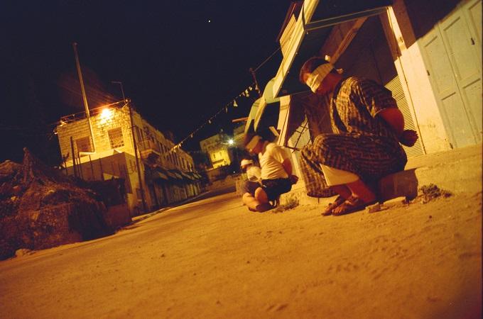 עצורים בחברון, 2003. צילום: שוברים שתיקה