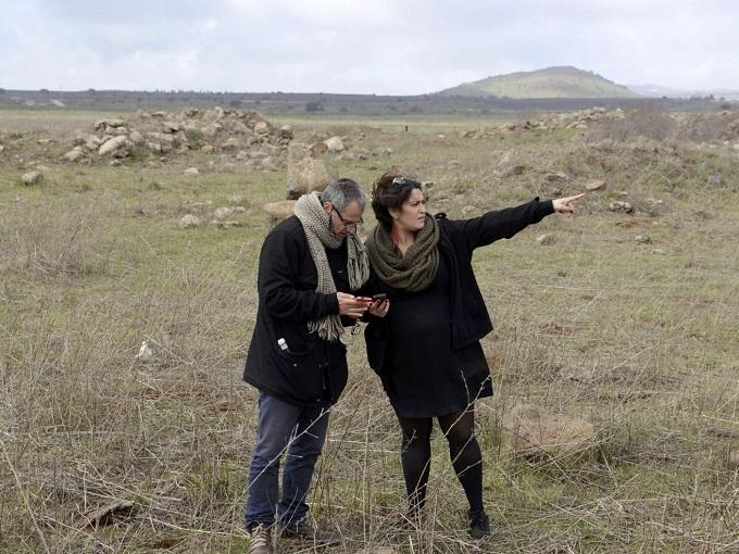 איתן ברונשטיין אפריסיו ואלאונור מרזה ברונשטיין במנסורה, בגולן, הכפר ההרוס של אביה של אלאונור. צילם גיל אליהו