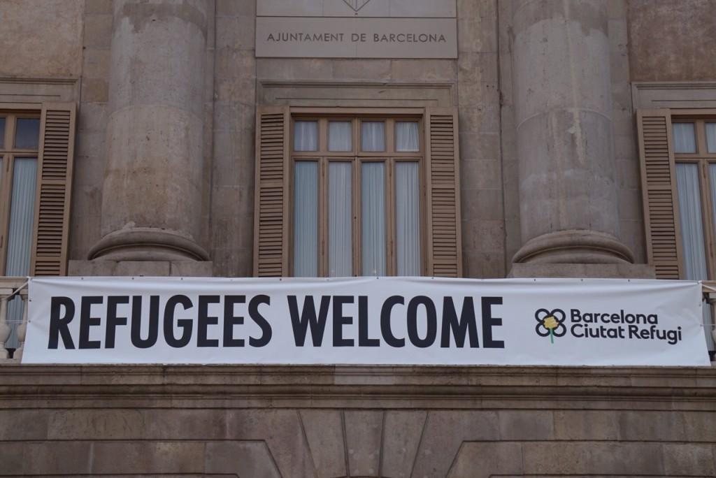שלט על בניין עיריית ברצלונה.