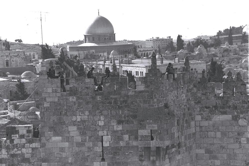 חיילים על חומות העיר העתיקה, יוני 1968. צילום: משה מילנר / לע״מ