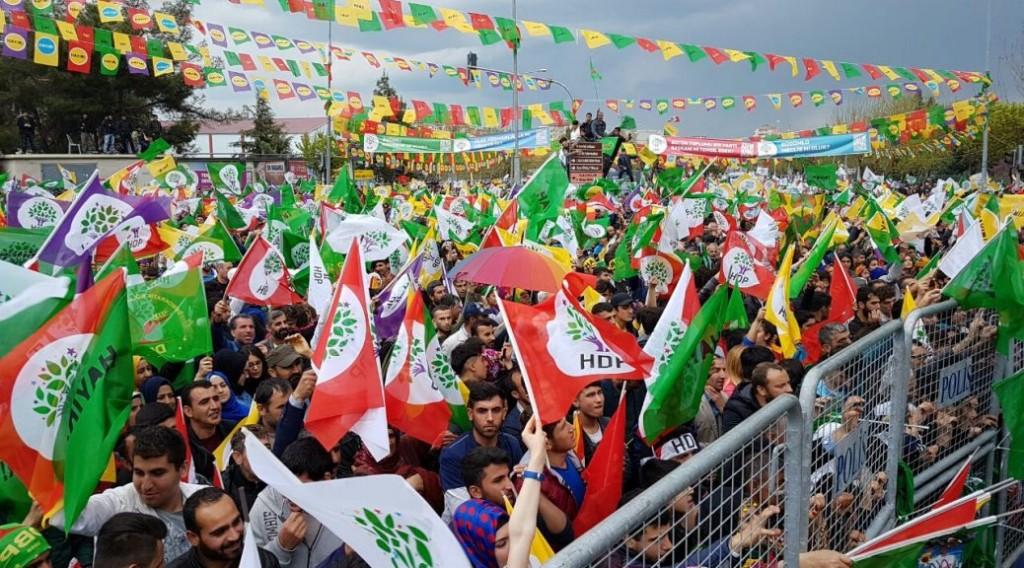 הפגנה של מפלגת העמים הדמוקרטית (HDP) לפני הבחירות האחרונות לפרלמנט. צילום: לואר קלאס מגזין