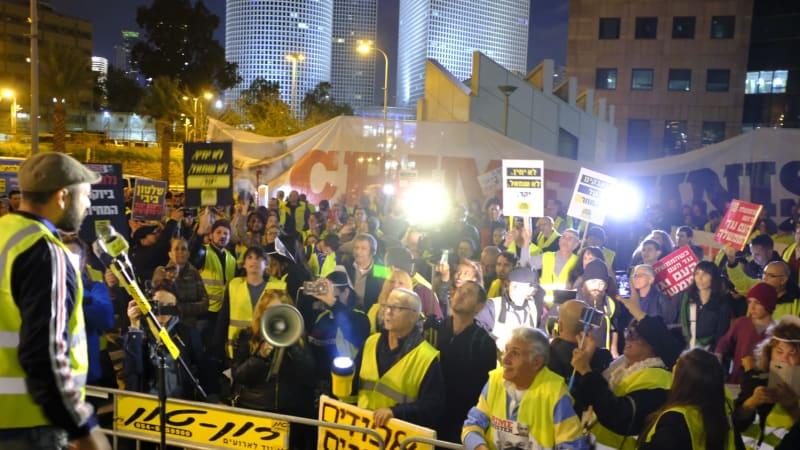 מחאת האפודים הצהובים.